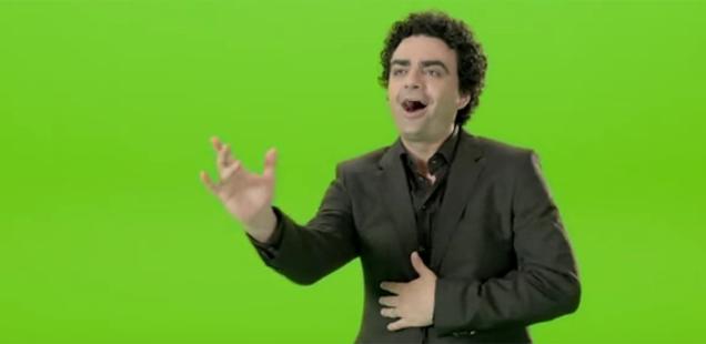 Sponsored Video: Star-Tenor Rolando Villazón tanzt durch eprimos Energiewelt